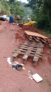 Secretaria Municipal de Obras Constrói mata-burro melhorando acessibilidade à comunidade.